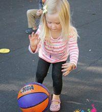 بازی-با-توپ-کودکان